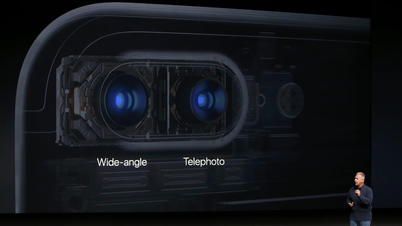 Una cámara permite captar mejor los laterales y la otra las largas dista...