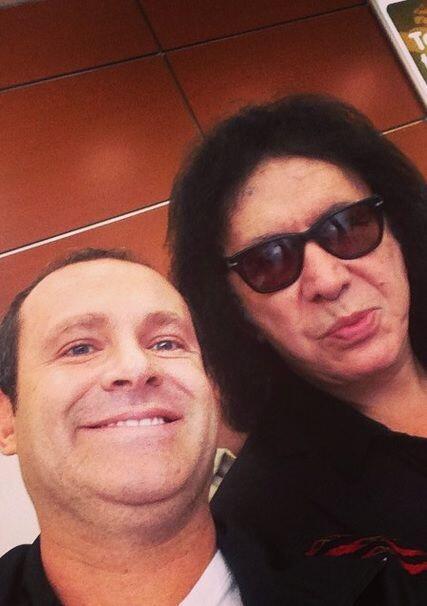 """""""¡Y miren a quien me encuentro en el aeropuerto de México! A la mismísim..."""