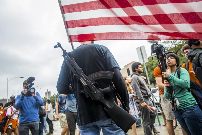 Decenas actúan una masacre para defender el porte de armas