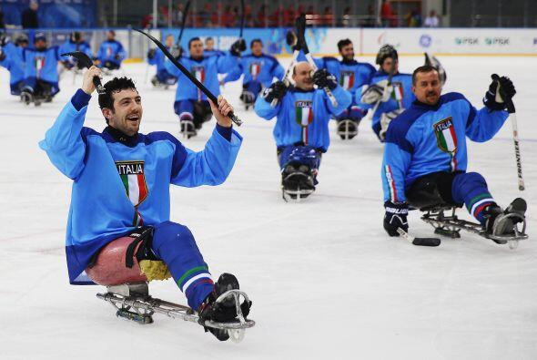 El equipo paralímpico italiano de hockey en Sochi 2014.