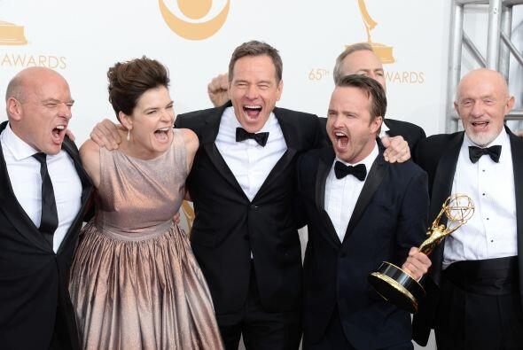 """El elenco de """"Breaking Bad"""" no podría verse más feliz con su victoria a..."""