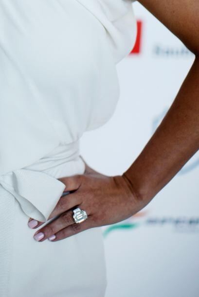 Y el anillo, no desentonó para nada con el lujoso evento puesto que el a...