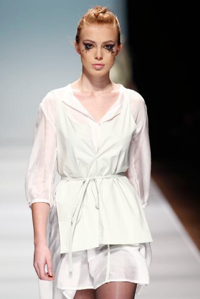 Blusa blanca: De por sí es un básico en el guardarropa de toda mujer, ya...