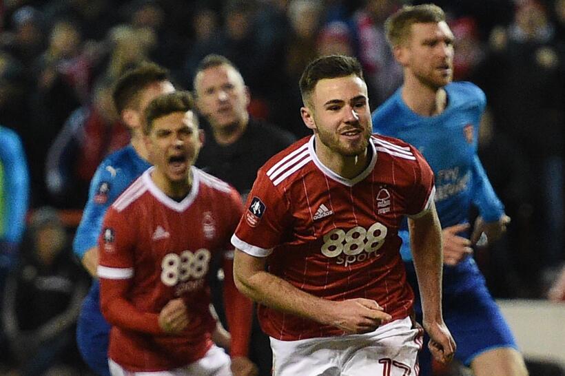 Anotarle al Arsenal en la F.A. Cup con el Nottingham Forest y eliminarlo...