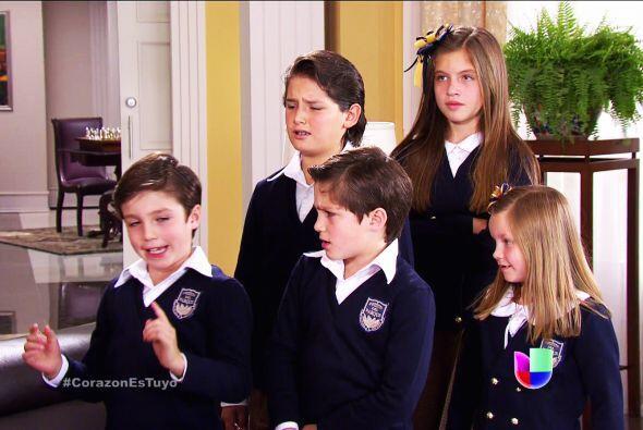 Guille, Alex, Alicia, Sebastián y Luz, ayuden a Ana a quedarse con usted...