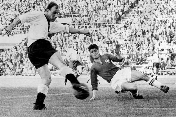 Uwe Seeler es el máximo anotador de la Bundesliga con 416 goles en 518 p...