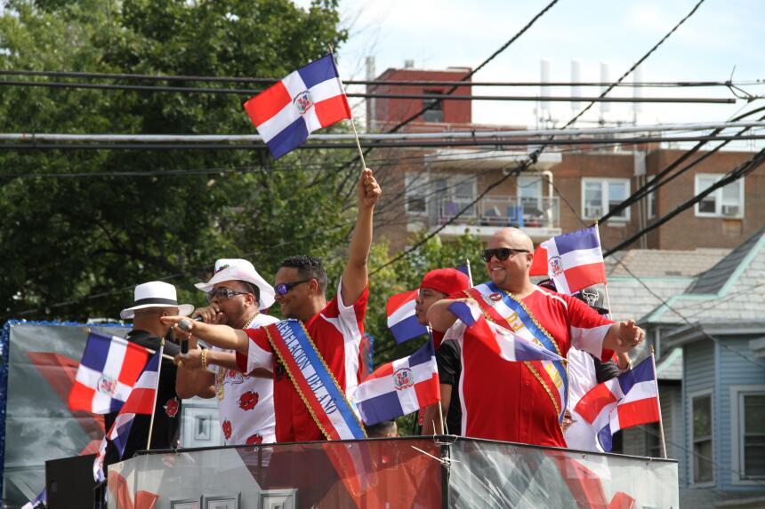 Celebra La X en el Desfile Dominicano en NJ IMG_1877.JPG
