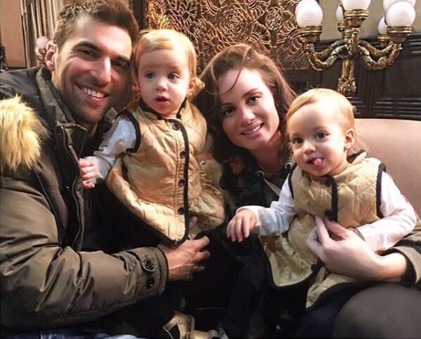 Osvaldo de León, Victoria Camacho y sus gemelas