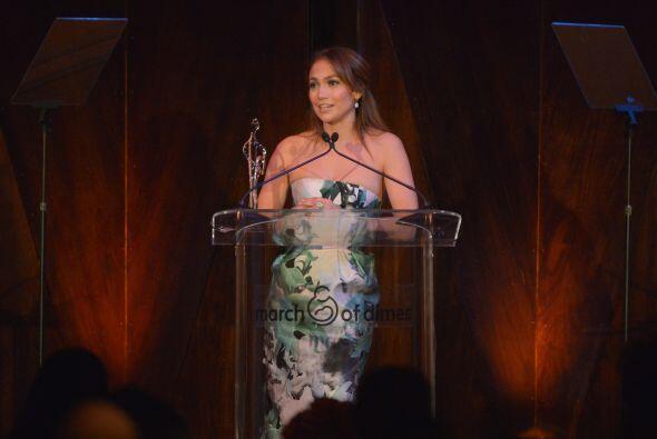 Jennifer López recibió la estatuilla en un exquisito evento privado, en...