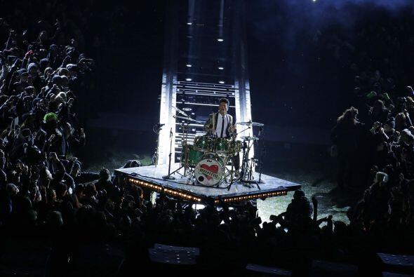 Con Bruno Mars en la batería inició su concierto de medio tiempo (AP-NFL).