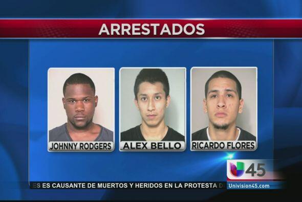 Y en la noticia tonta de la semana, tres jóvenes fueron arrestados por c...