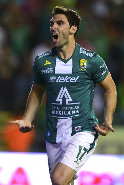 17 MAURO BOSELLI.- Poderoso centro delantero del León que llegó a nuestr...