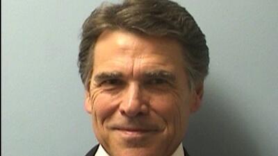 Gobernador texano dice que cree en la ley
