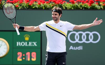 Federer recibió obsequio de Rod Laver