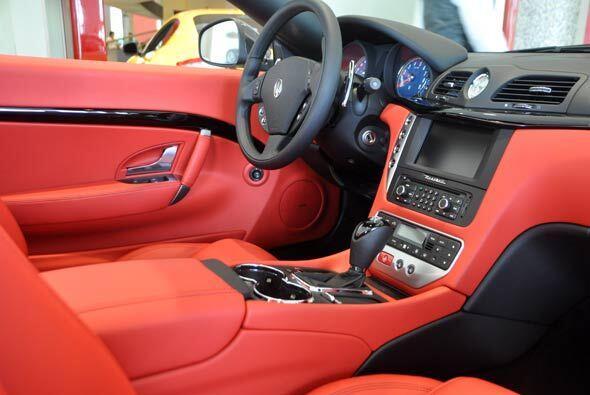 A diferencia de otros convertibles, la cabina del GranTurismo es más amp...