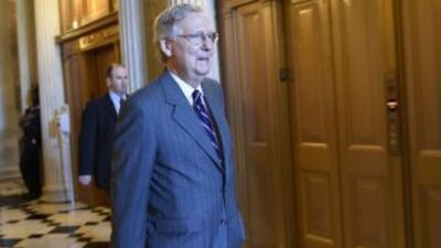 El líder de la mayoría republicana, Mitch McConnell, quien se opone a mo...