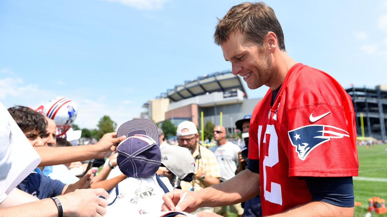 Fans durante el training camp de los Patriots (AP-NFL).