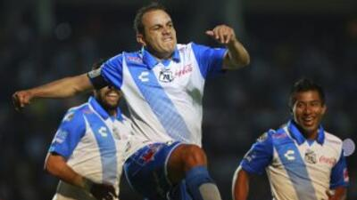 Cuauhtémoc Blanco celebra un gol en las semifinales de la Copa México Cl...
