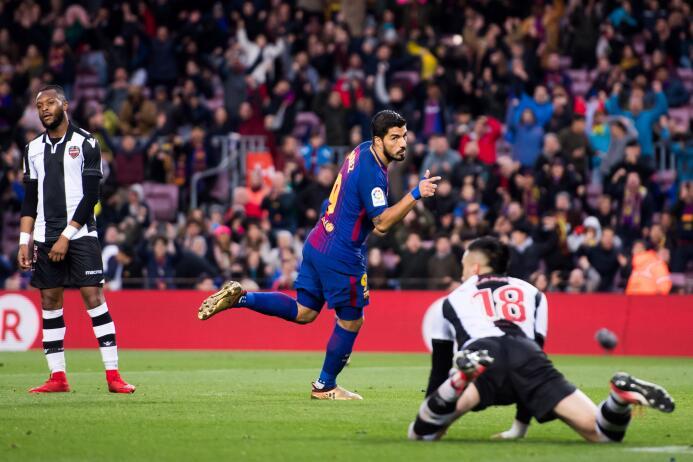 En fotos: Messi comanda la fiesta del Barcelona gettyimages-902235836.jpg