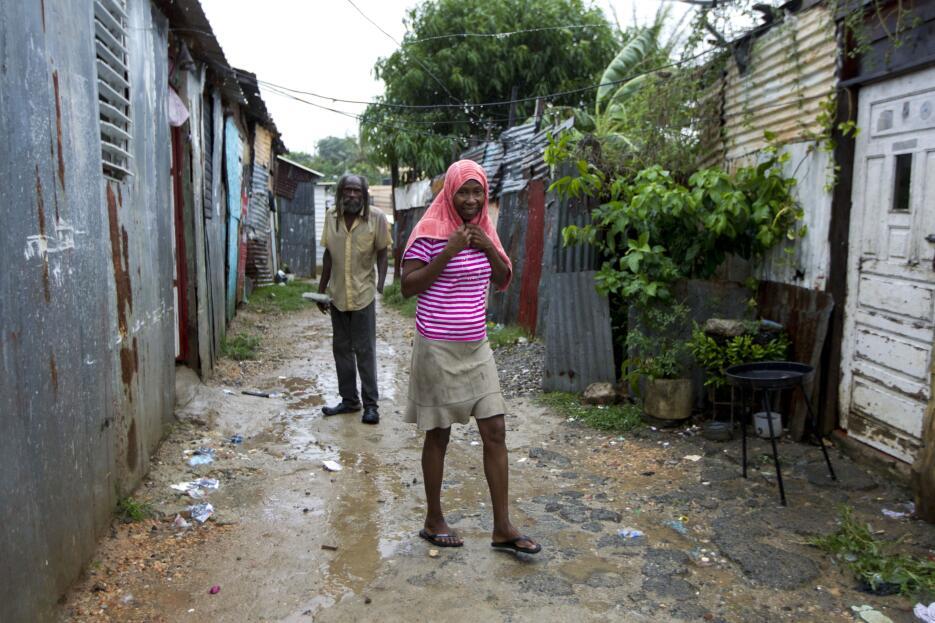 En República Dominicana más 5,500 personas fueron evacuadas.  Hasta el m...