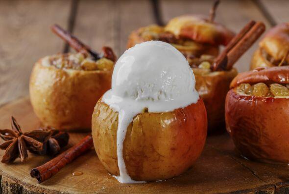 Manzanas deliciosas. Prepara manzanas asadas con cáscara, espolvoreadas...