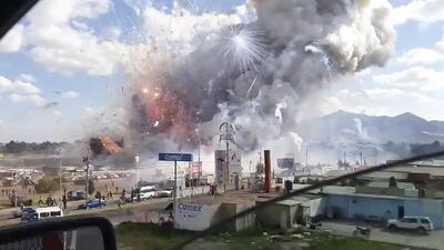 En fotos: La explosión en el mercado de pirotecnia más grande de México