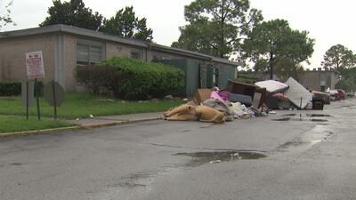 Desesperación entre residentes de un complejo de apartamentos en Galveston por falta de energía eléctrica