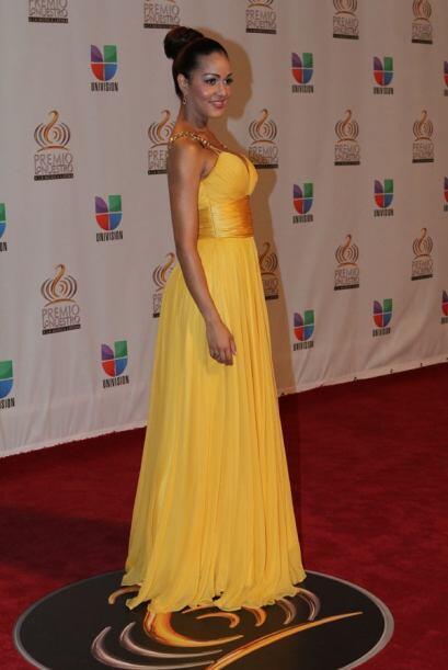 Karol Rosa llegó con un vestido amarillo, tropical como su bella Isla de...