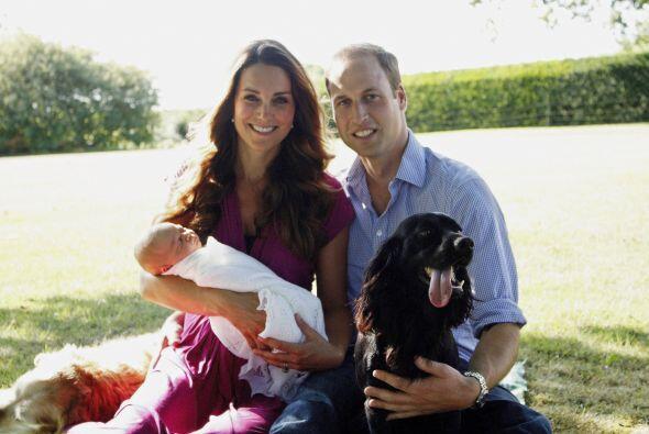 A un mes del nacimiento, la pareja reveló el retrato oficial de su famil...