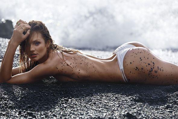 Gracias a las bajas temperaturas, Candice Swanepoel ha decidido posar en...