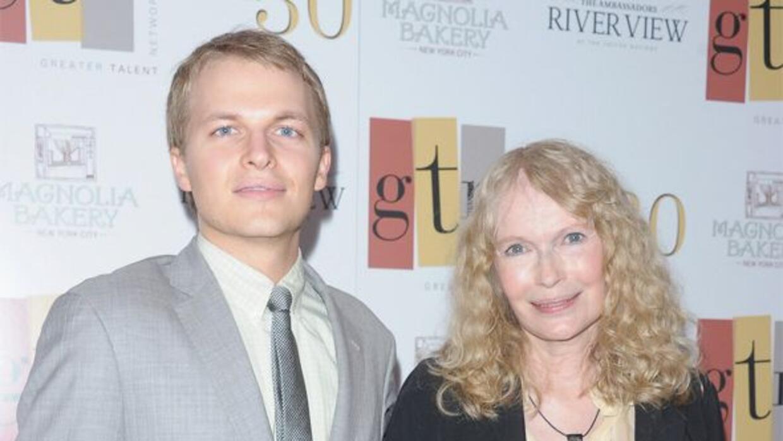 La actriz junto a su hijo biológico, Ronan.