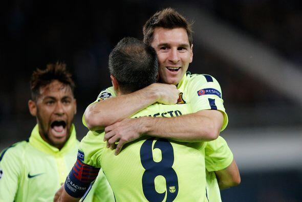 Un minuto después, Messi empató el juego tras una buena jugada con Neymar.