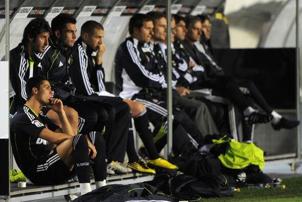 Incluso, Ronaldo dejó el campo y junto a otras figuras 'merengues' veían...