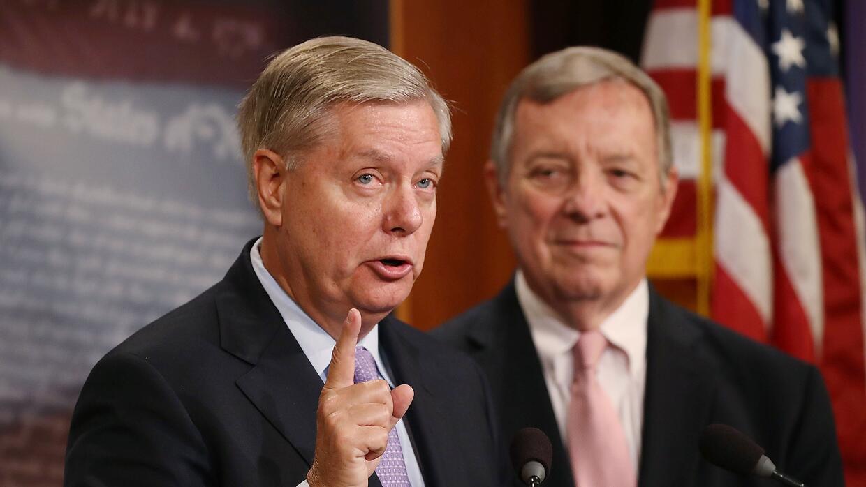 Los senadores Lindsey Graham (republicano por Carolina del Sur) y Richar...