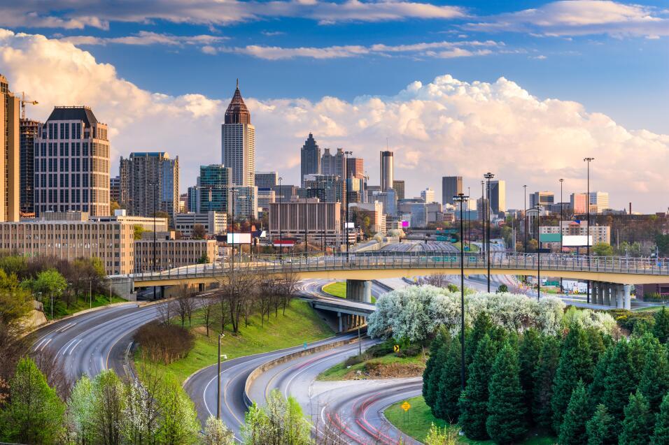 En la zona de Atlanta, Sandy Springs y Roswell vivirían 250,000 i...
