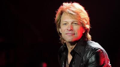 El rockero regresó a su natal Nueva Jersery para hacer un donativo a nom...