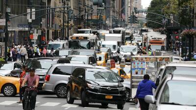 Proyecto de ley permitiría decomisar los autos que se pasen los semáforos de Nueva York en rojo