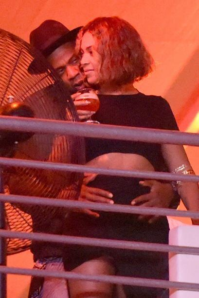 Luego salieron a la luz estas fotografías de la pareja, en donde se puso...