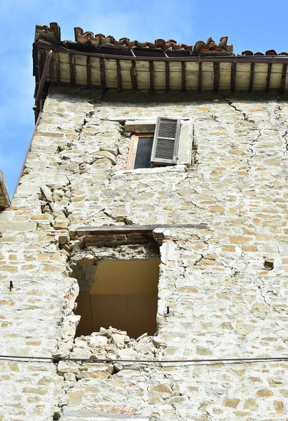 Potente terremoto estremece el centro de Italia y Roma arquata2.jpg