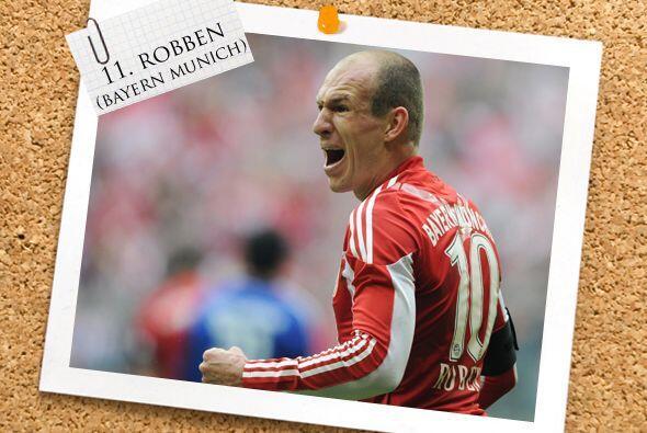 El ataque inicia con el holandés Arjen Robben.