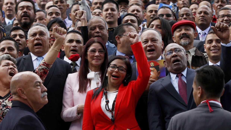 Miembros de la Asamblea Nacional Constituyente en su instalación en el C...
