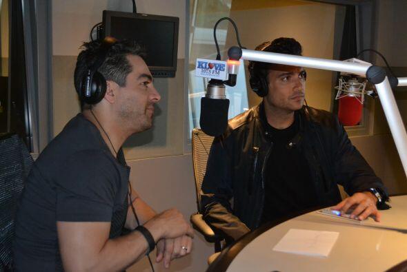 Jaime Camil y Omar Chaparro visitaron los estudios KLOVE con Omar y Argelia