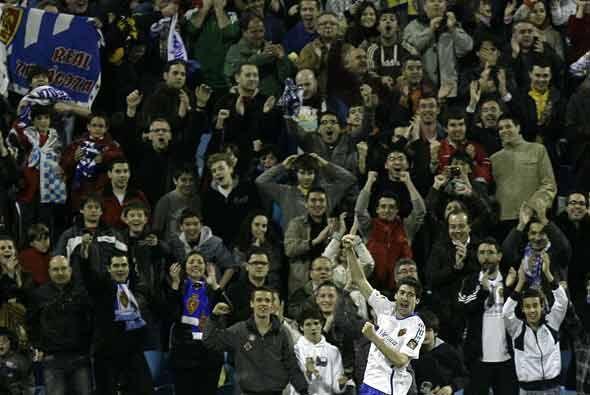 La afición del Zaragoza festejó este importante triunfo que les hace soñ...