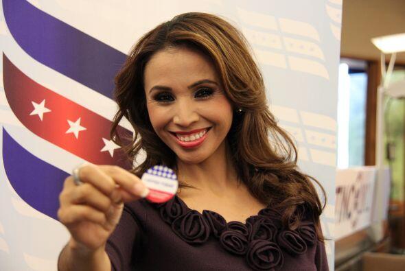 Alejandra Espinoza, presentadora de Univision Arizona, se hizo ciudadana...