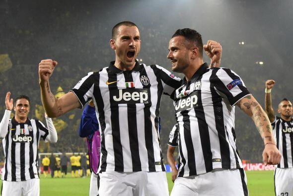 Nueve minutos después los italianos lograrían su tercer gol en el partid...