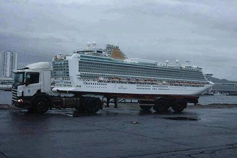 Este camión puede llegar cruceros.