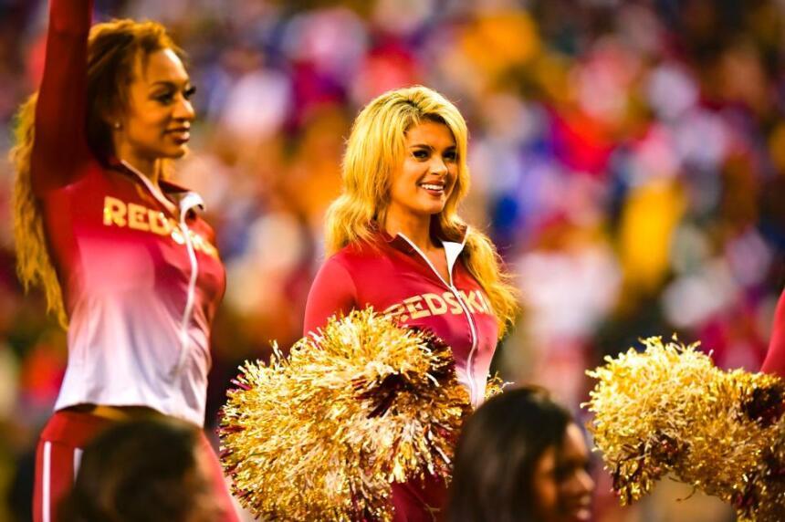 Ella es Kirsten, una belleza de segundo año de las Washington Redskins q...