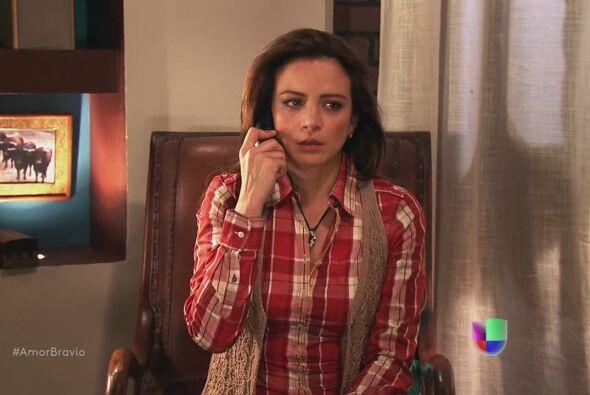 Viviana le dice a Camila que Daniel se regresa a Chile en unos días.