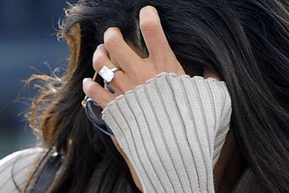¡Tremendo anillote!Mira aquí lo último en chismes.