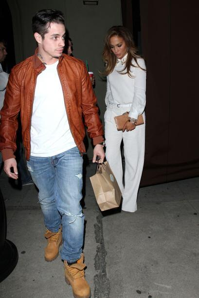 Encontramos a Jennifer Lopez y Casper Smart muy casuales en West Hollywo...